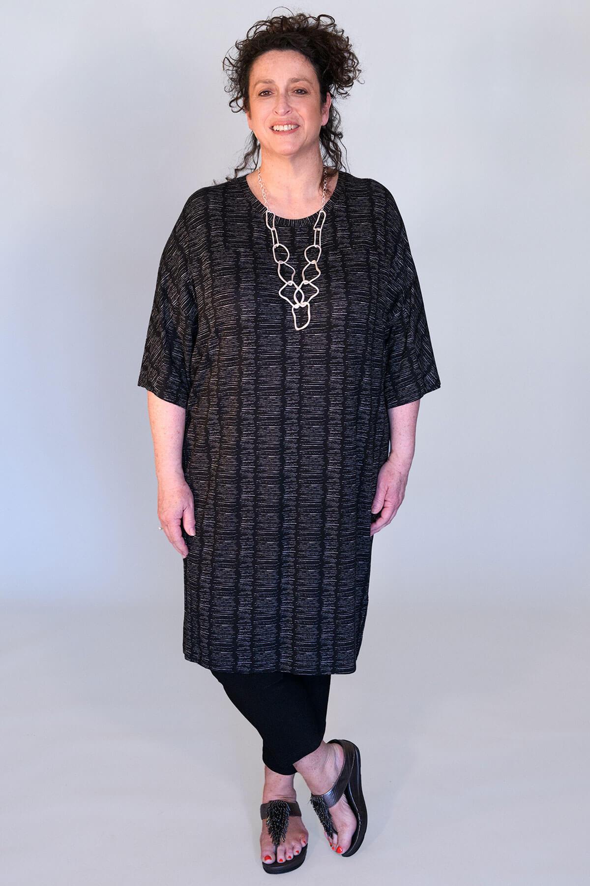 Q'neel block lines dress
